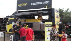 Waroeng Steak & Shake  Berkolaborasi dengan Dr. Tirta 'Razia Perut Lapar' di Jakarta Utara. Foto: Arman/ Jakarta.terkini.id.