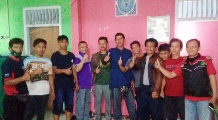 Panitia Baksos dan pengurus SS berfoto bersama. Foto: Jalu/ Paguyuban Sadulur Salembur.